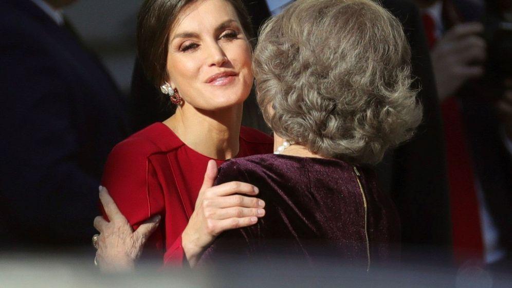 Foto: Doña Letizia saludando a doña Sofía. (Efe)