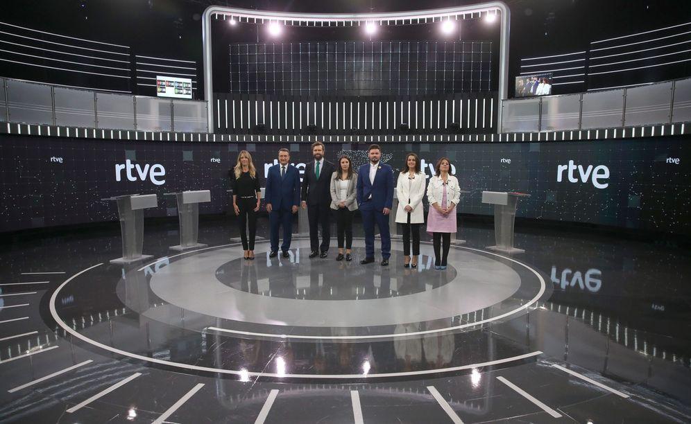 Foto: Cayetana Álvarez de Toledo, Aitor Esteban, Iván Espinosa de los Monteros, Irene Montero, Gabriel Rufián, Inés Arrimadas y Adriana Lastra, antes del debate en RTVE. (EFE)