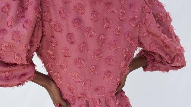 Vestido de invitada de Sfera. (Cortesía)