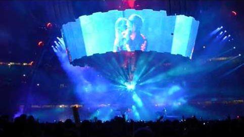 U2 aterriza con su nave espacial en el Camp Nou ante 90.000 'terrícolas'