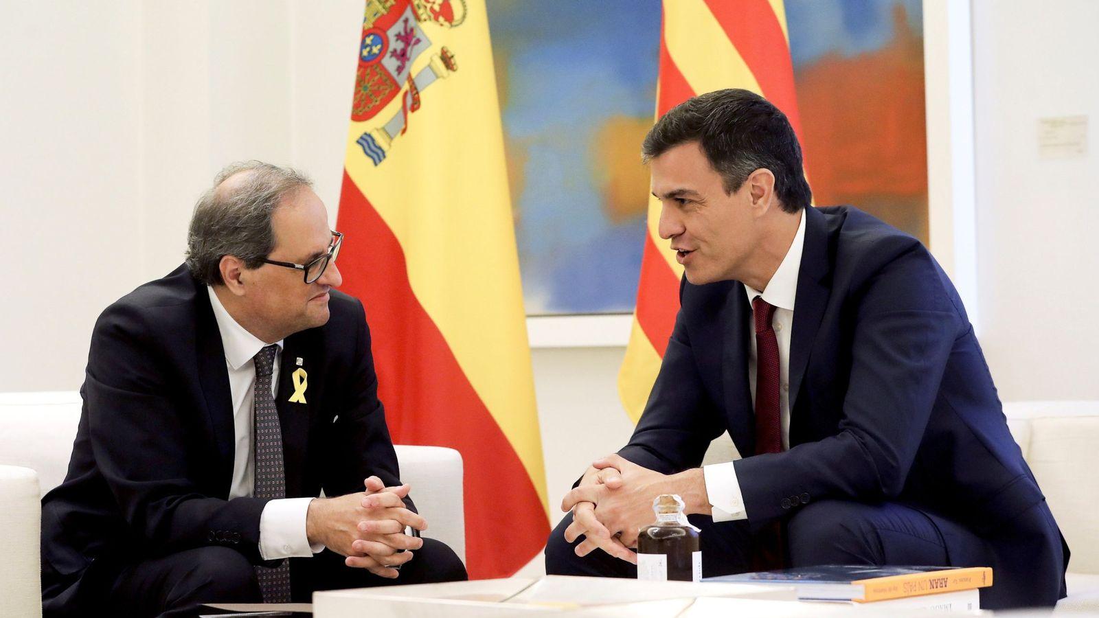 Foto: El presidente del Gobierno, Pedro Sánchez, y el 'president' de la Generalitat, Quim Torra, durante la reunión. (EFE)