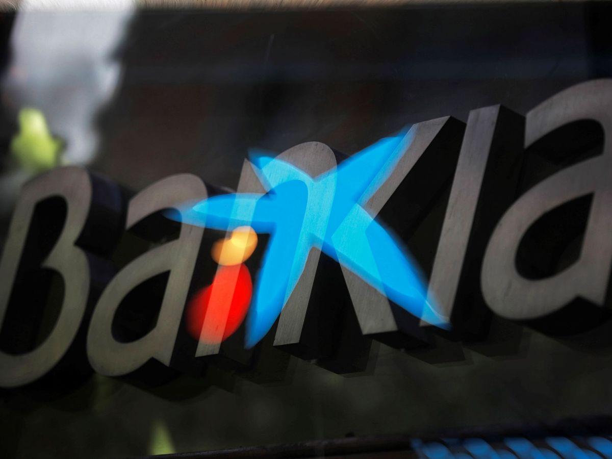 Foto: Fotografía de multiexposición que muestra los logotipos de las entidades bancarias Bankia y CaixaBank. (EFE)
