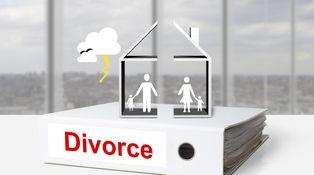 Mi marido está divorciado pero figura en las escrituras de la casa donde vive su ex