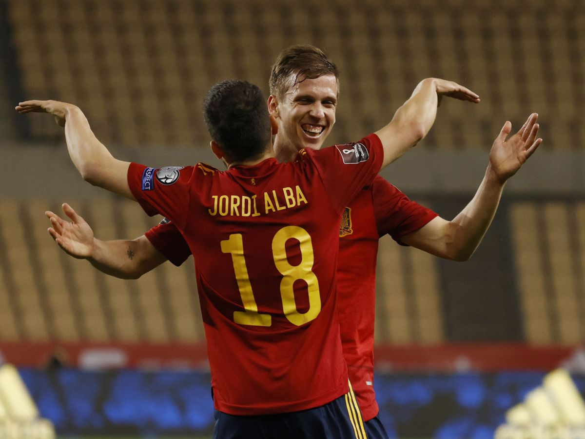 Foto: Dani Olmo celebra el primer gol del partido. (Reuters)