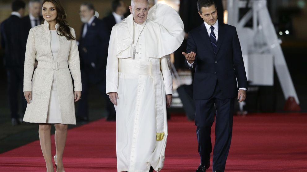 Angélica Rivera y Francisco, ¿quién es el Papa en esta foto?