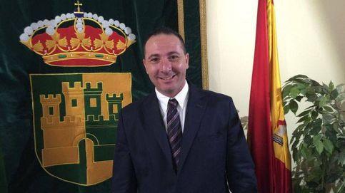 Multado por conducir ebrio el alcalde de Serranillos que bajó el sueldo a la Policía
