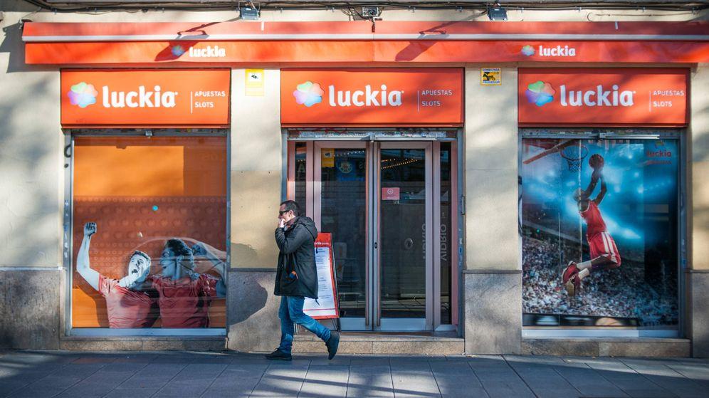 Foto: Un salón de juego de Luckia, en Madrid. (Carmen Castellón)