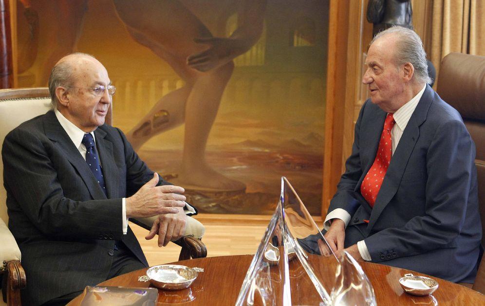 Foto: Arango con Juan Carlos I cuando era presidente del Patronato del Prado (EFE)