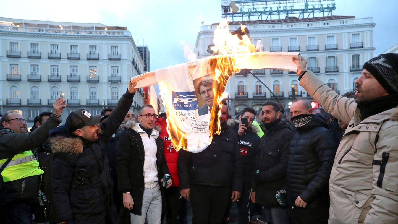 Concentración del sector del taxi ayer en la Puerta del Sol. (EFE)