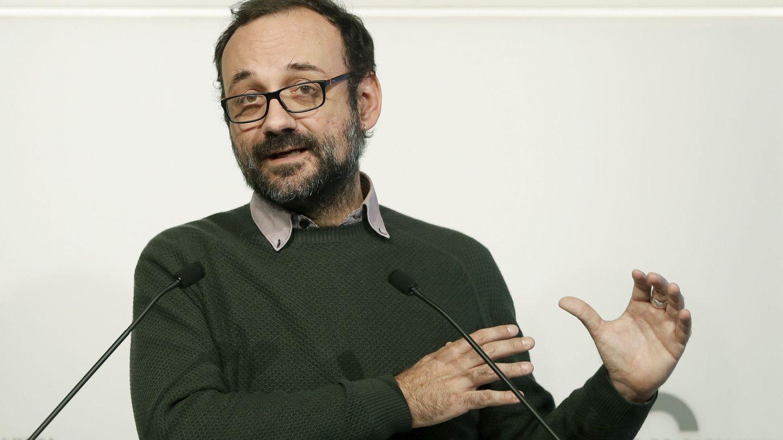 Benet Salellas en una rueda de prensa en el Parlament. (EFE/Andreu Dalmau)
