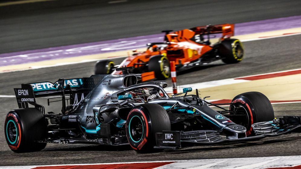 Foto: Ferrari persigue a Mercedes. (Reuters)