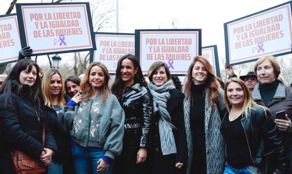 Foto: En el centro, la líder de Ciudadanos en Madrid. (Twitter)