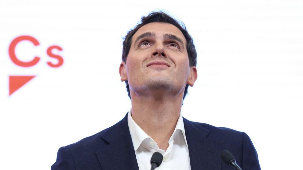 Albert Rivera se sube a la ola de Rajoy y ya prepara un libro con su auge y caída