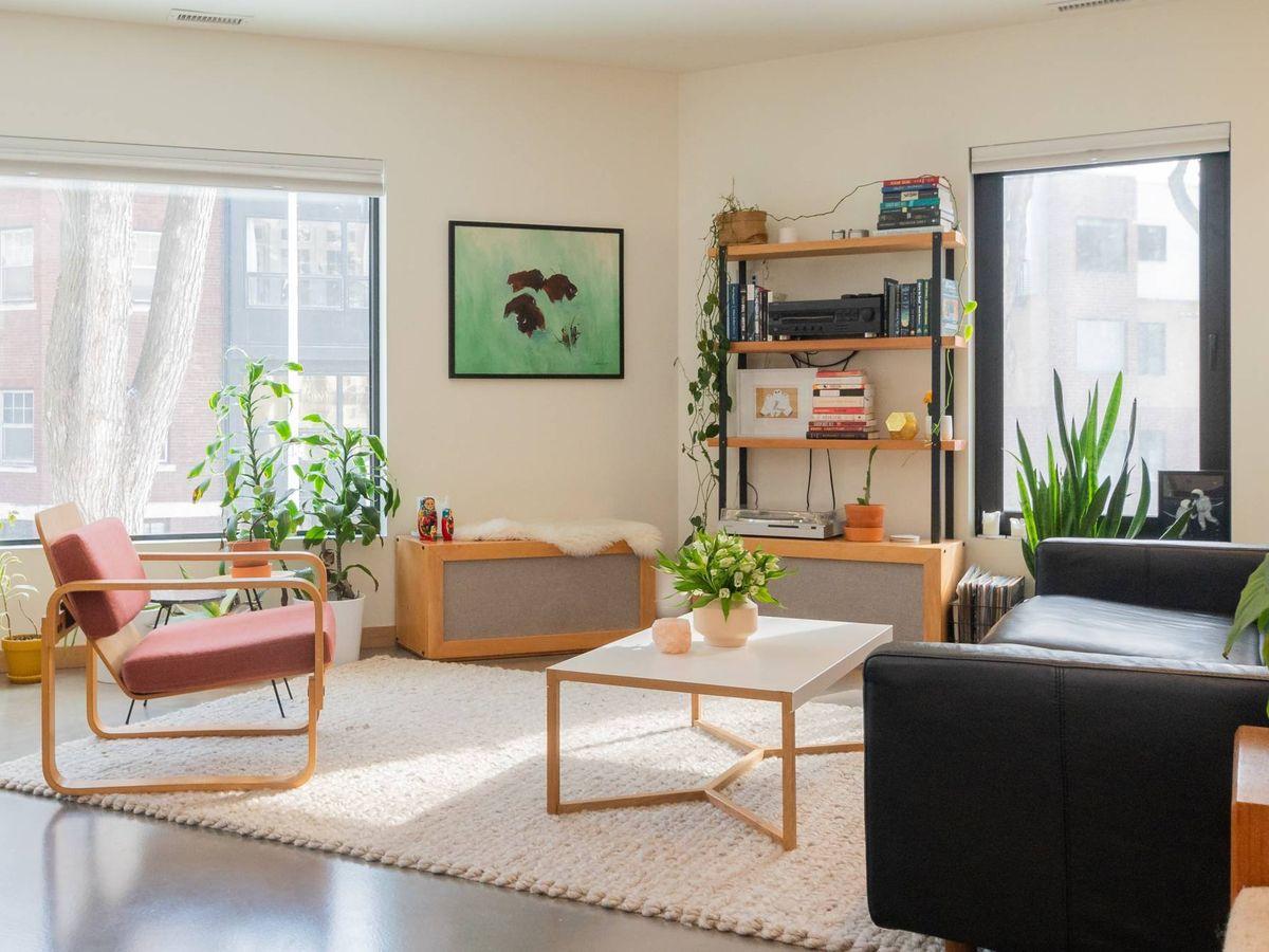 Foto: Consejos para elegir mesa de centro para el salón. (Jon'Nathon Stebbe para Unsplash)