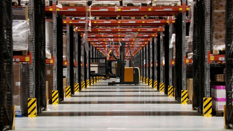 Un empleado de la multinacional estadounidense del comercio electrónico Amazon. (EFE)