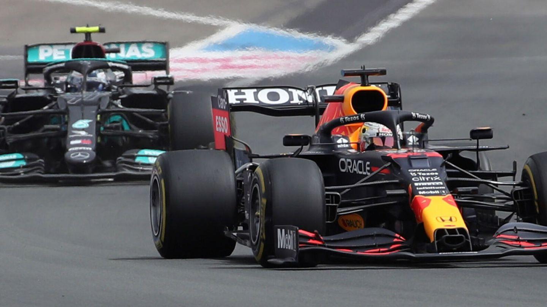 A diferencia de otras ocasiones, Bottas no pareció demasiado interesado en prestarse al juego de 'frenar a Verstappen'.