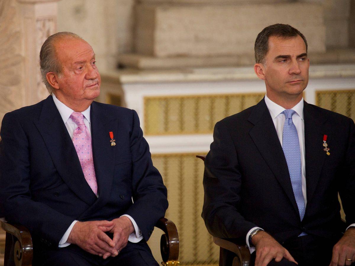 Foto: Juan Carlos y Felipe, en el acto de abdicación del Rey emérito. (Limited Pictures)