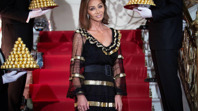 Isabel Preysler, en la fiesta Ferrero Rocher, con vestido de Temperly London. (Getty)