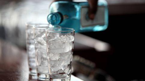 Por qué deberías tener cuidado con el hielo que te ponen en la bebida