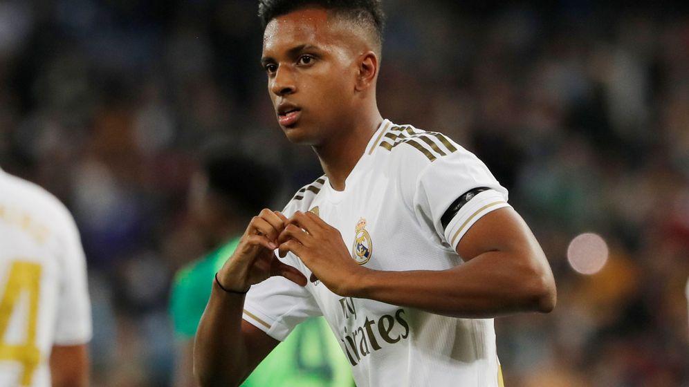 Foto: Rodrygo celebra un gol durante un partido del Real Madrid en el Bernabéu. (Efe)
