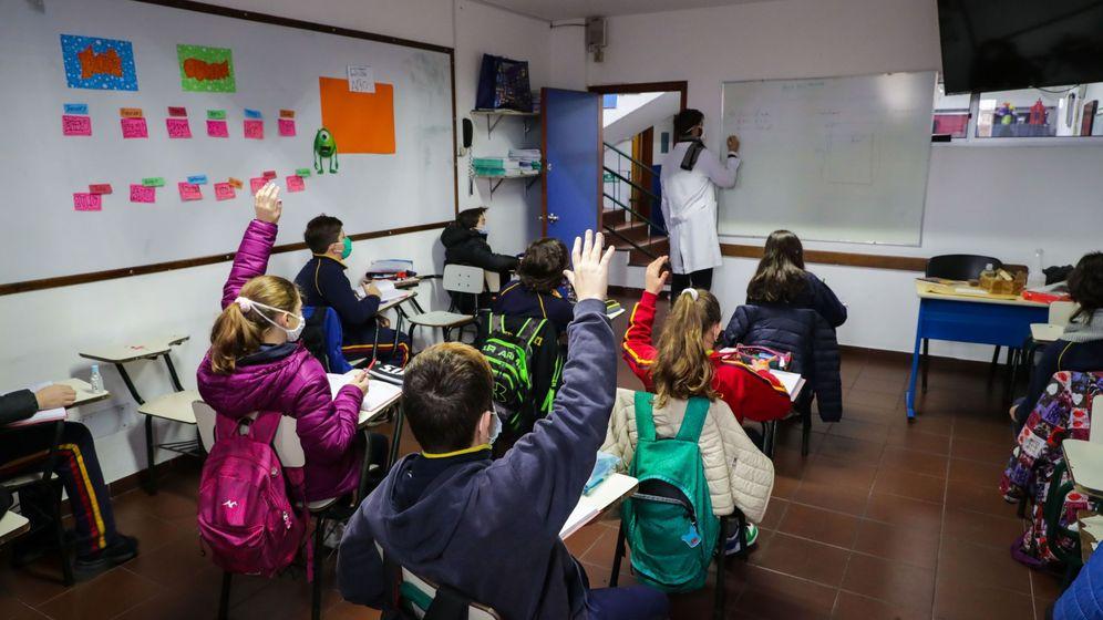 Foto: Uruguay, el primer país de Latinoamérica que retornó a clases presenciales. (EFE/Raúl Martínez)