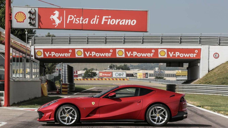 El espectacular Ferrari 812 Superfast en el circuito de Fiorano.