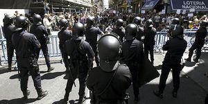 Foto: PSOE y PP se burlan de los 'indignados': cambian la ley electoral para blindarse