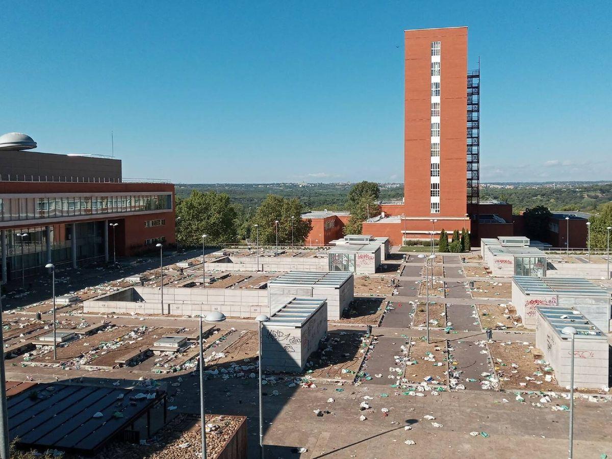 Foto: Mañana después del macrobotellón en Ciudad Universitaria. (Javier Melguizo)