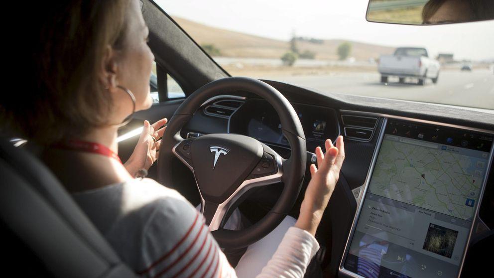 Los coches Tesla ya se conducen solos: así funciona su piloto automático