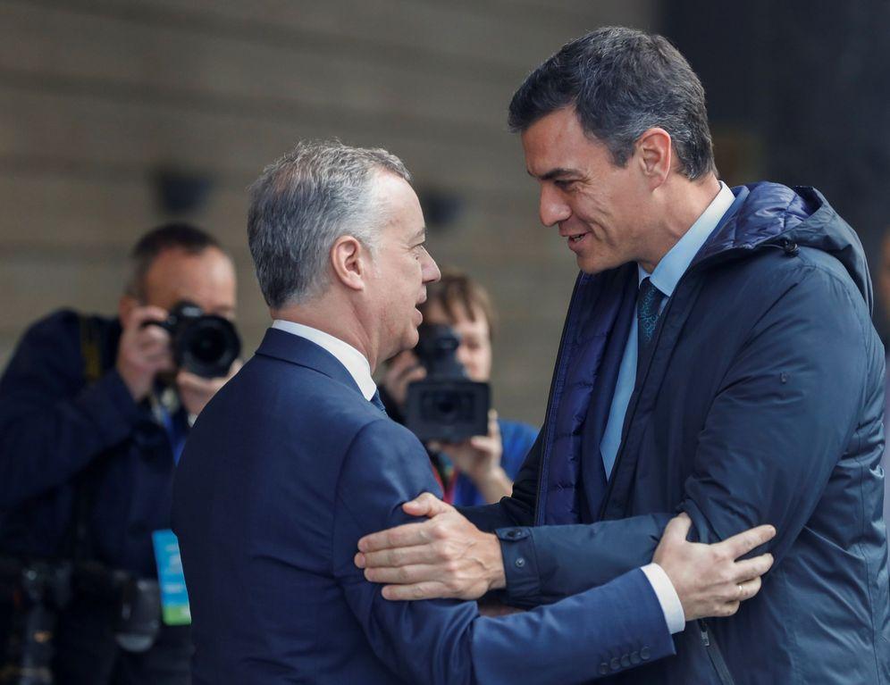 Foto: Pedro Sánchez e Iñigo Urkullu se saludan. (EFE)