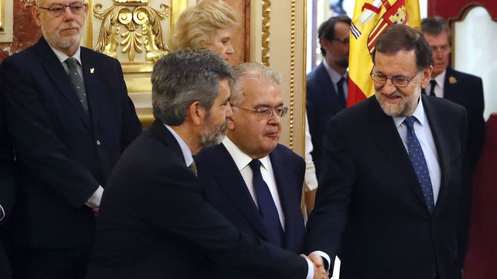 Foto: Rajoy saluda al presidente del Tribunal Supremo, Carlos Lesmes, en presencia del presidente del Constitucional y del fiscal general Juan José González Rivas. (EFE)