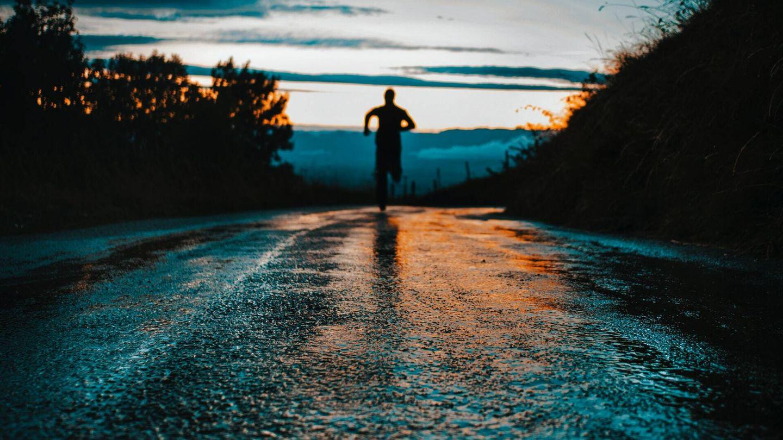 Esta rutina le ayuda a 'despejar la mente, me prepara para el día y es una forma estupenda de hacer ejercicio (Unsplash)