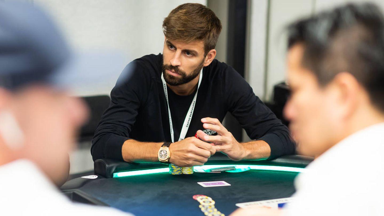 Gerard Piqué, en su mesa durante el torneo de póker que jugó en Barcelona. (N. Stoddard)