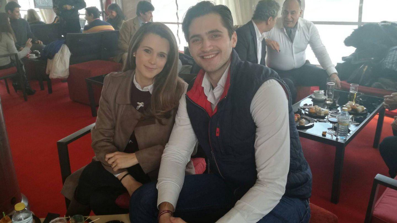 Astrid Klisans, mujer de Carlos Baute, con su hermano. (Vanitatis)