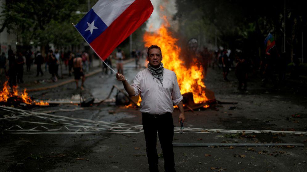 Foto: Un manifestante en Chile. (Reuters)