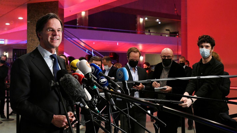 Rutte hace declaraciones a la prensa tras las elecciones de esta semana. (Reuters)