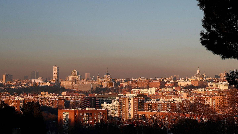 Clara capa de contaminación sobre la ciudad de Madrid. (EFE)
