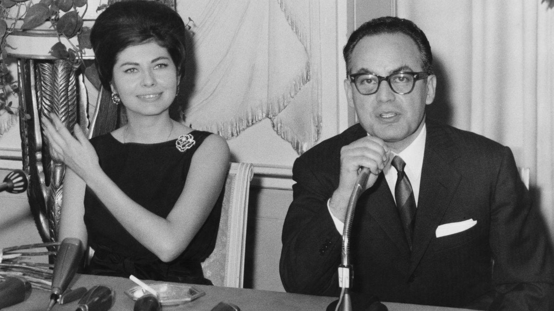 La princesa con el productor de cine Dino De Laurentiis en 1963. (Getty)