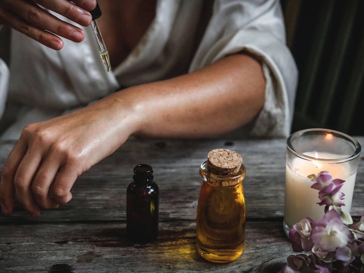 Foto: El aceite de rosa mosqueta tiene grandes propiedades para la pie (Chelsea Shapouri para Unsplash)
