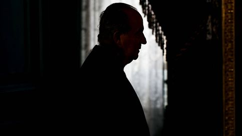 Luto, soledad y WhatsApp: así es el confinamiento de don Juan Carlos