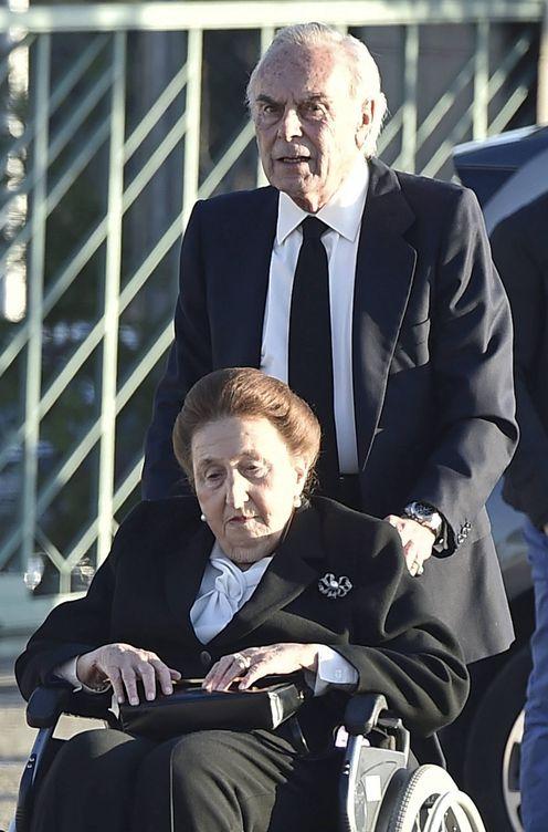 La infanta Margarita llega al tanatorio junto a su marido, Carlos Zurita. (Gtres)