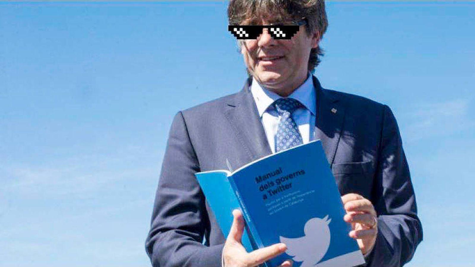 Foto: Montaje de Puigdemont con el 'Manual dels governs a Twitter' y las gafas de Thug Life. (A. V.)