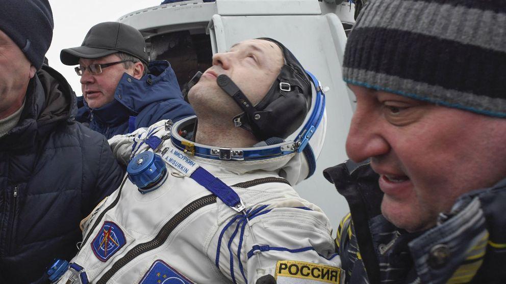Demacrados y sin poder moverse: así vuelven a la Tierra los astronautas de la ISS