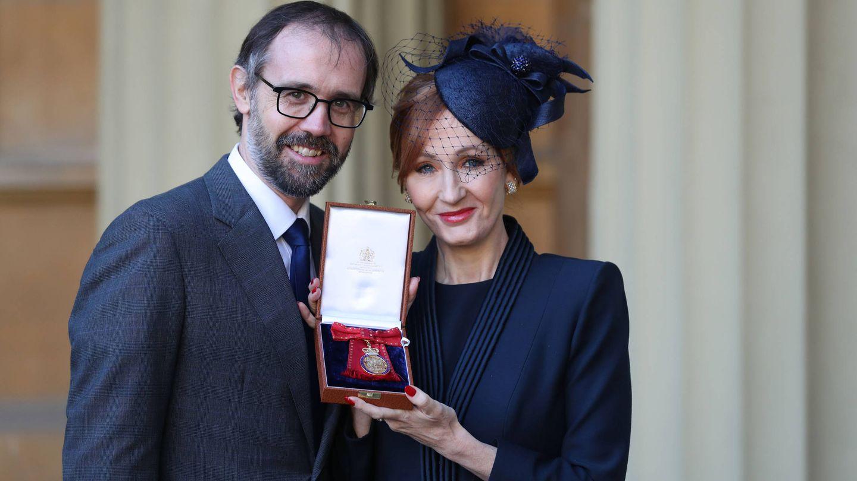 La escritora junto a su marido, Neil Murray. (Getty)