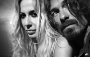 Marta Sánchez se vuelve 'indie' en el videoclip grabado junto a su novio