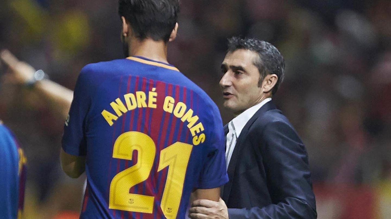 Ernesto Valverde da intrucciones a André Gomes. (EFE)