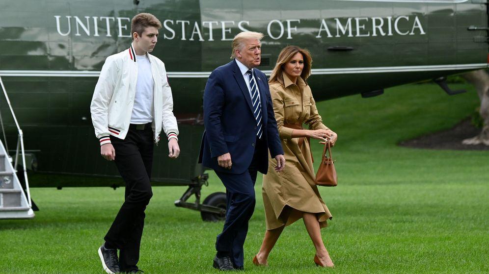 ¿Cuánto mide Donald Trump? - Estatura real y peso - Real height and weight - Página 9 Esta-melania-usando-su-bolso-birkin-para-rechazar-a-donald-trump