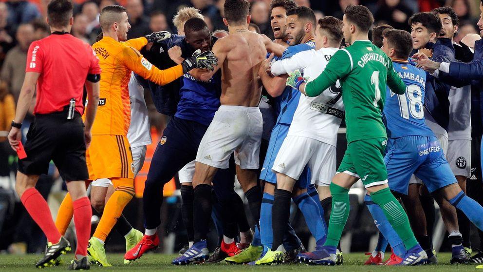Insultos, agresiones, sangre... El final de la vergüenza del Valencia-Getafe de Copa