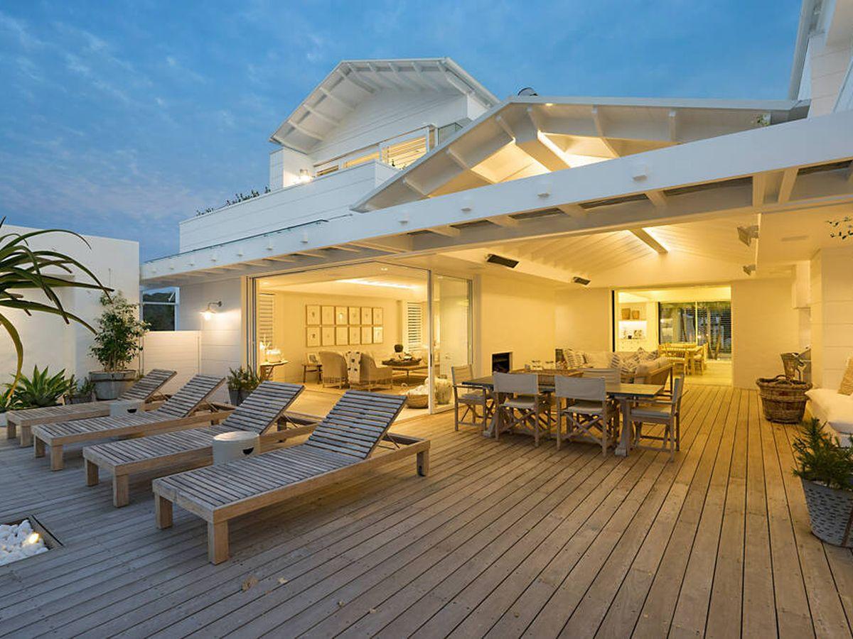 Foto: Las tumbonas para terraza que disfrutarás todo el verano (Greg Rivers para Unsplash)