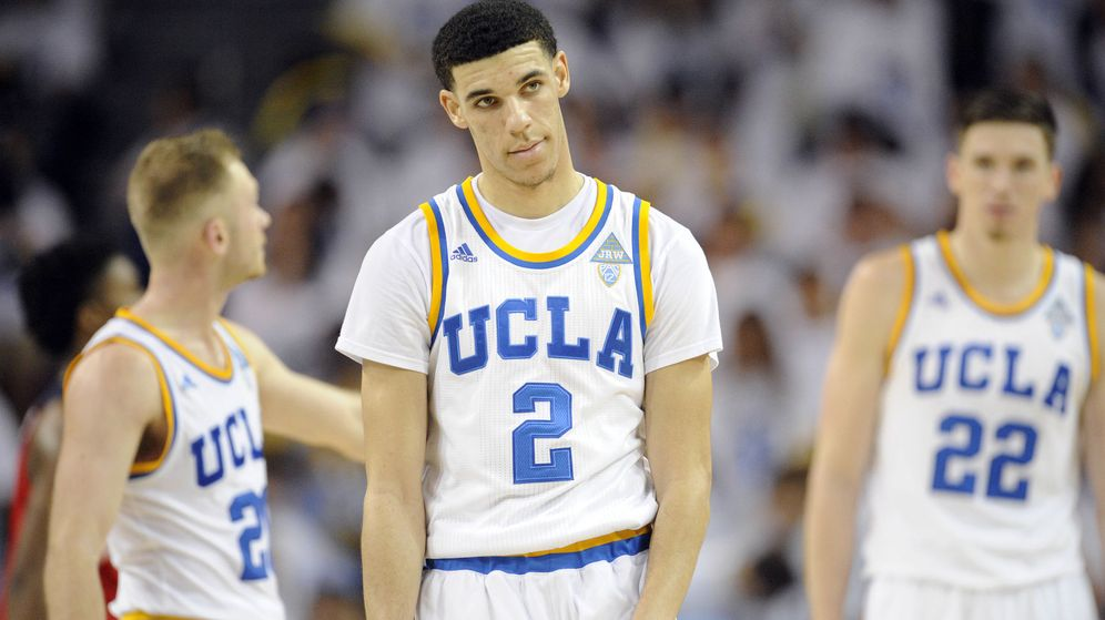 Foto: Lonzo Ball, el mayor de los tres hermanos, juega en la Universidad de UCLA. (Reuters)